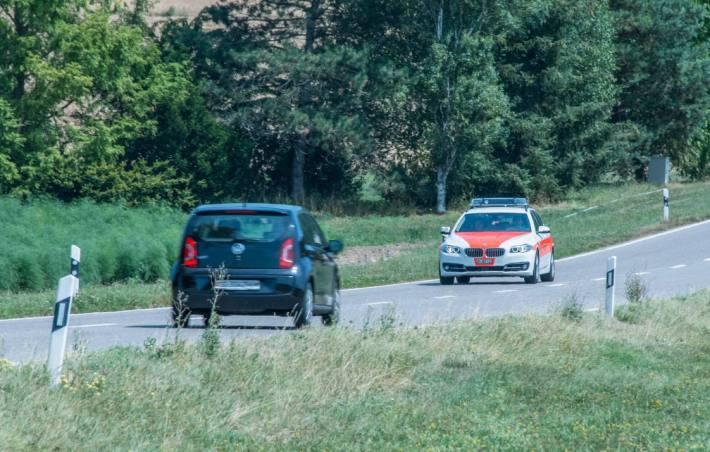 Die Polizei hat gestern einen 73-jährigen Autofahrer nach Fahrerflucht verhaftet. (Symbolbild)
