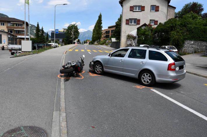Unfallsituation zwischen Motorrad und Auto in Chur