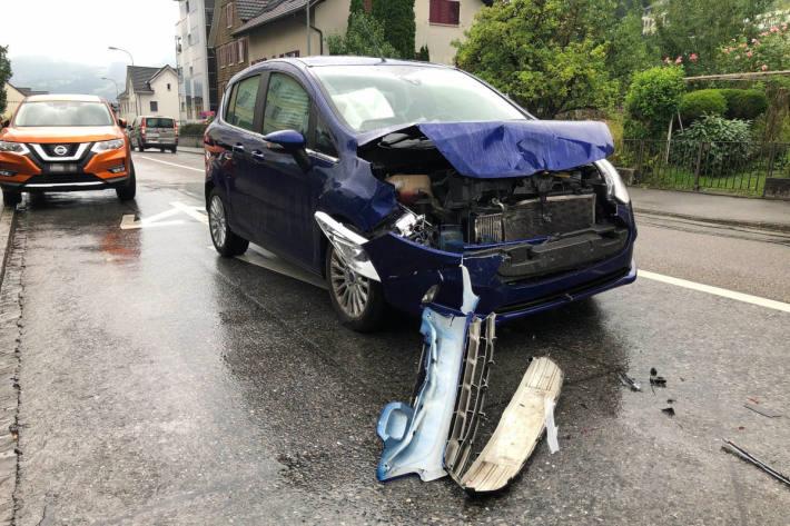 Lenkerin verursacht alkoholisiert Auffahrunfall in Rebstein