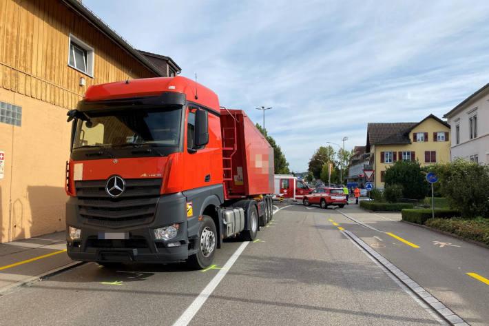 Velofahrer von Lastwagen erfasst und tödlich verletzt worden