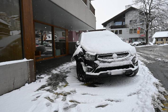 Selbstunfall wegen Schnee in Triesenberg