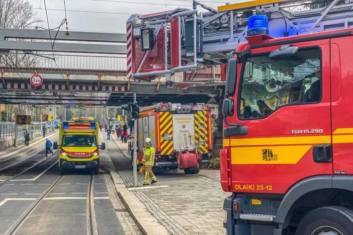 Als die Einsatzkräfte von Feuerwehr und Rettungsdienst vor Ort in Dresden eintrafen, konnte der Notarzt nur noch den Tod des Mannes feststellen
