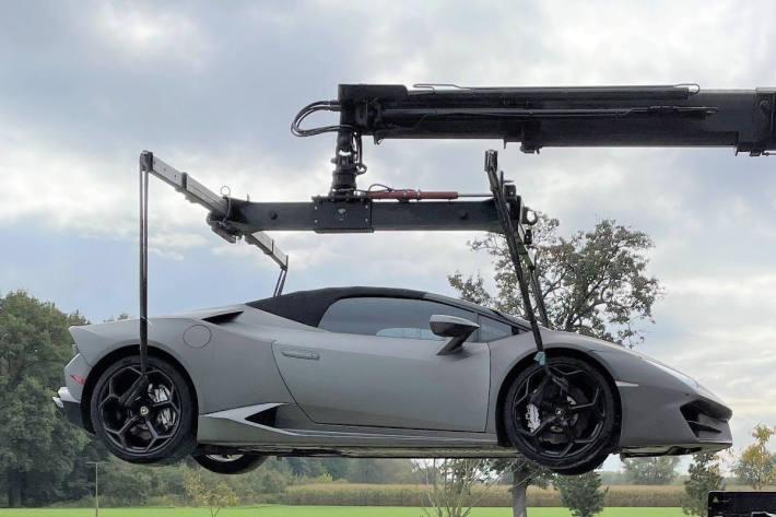 Lamborghini sichergestellt bei Durchsuchung von Autohandel