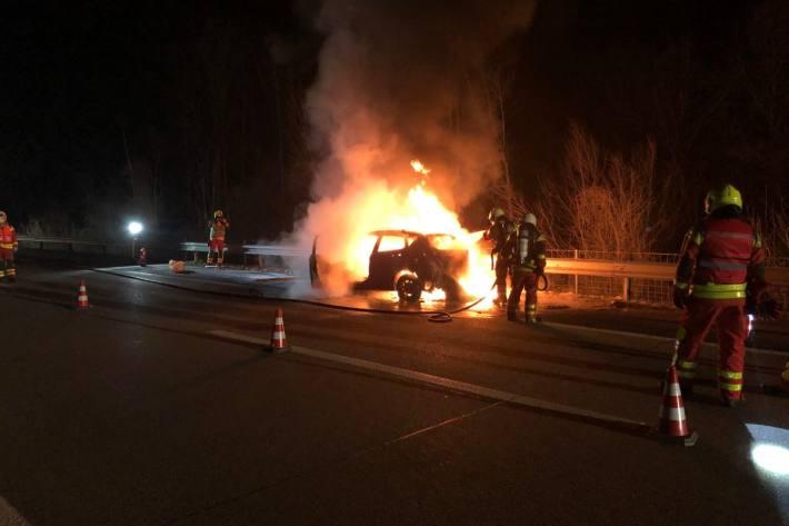 In Buchs SG stand gestern auf der A13 ein Fahrzeug in Vollbrand