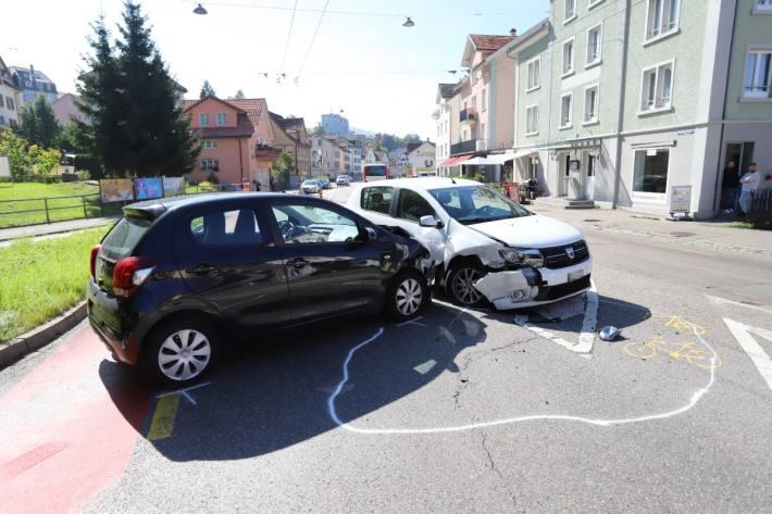 In St. Gallen kam es gestern zu einem Unfall mit grossem Sachschaden.