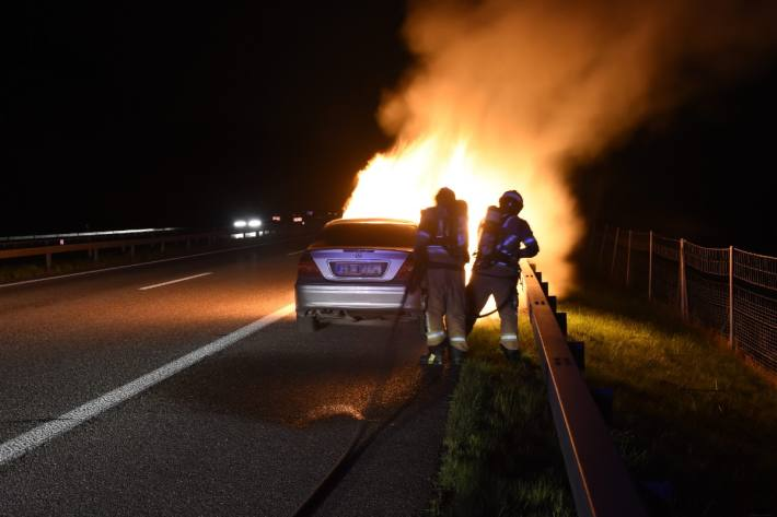 Gestern brannte bei Rorschacherberg SG ein Auto auf der Autobahn aus.