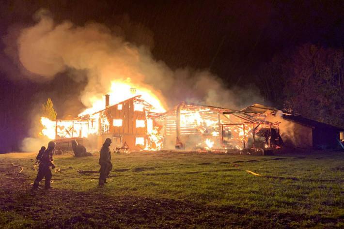 Das Haus und der Stall brannten nieder!