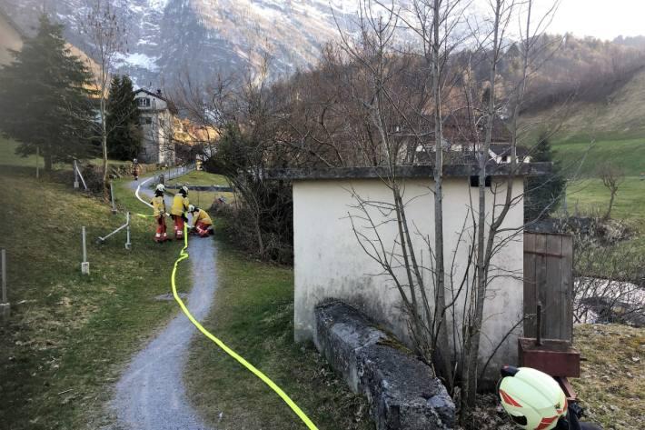 Die Feuerwehr konnte gestern in Riedern GL den Mottbrand schnell löschen.