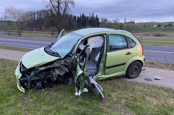 Beim Unfall in Menznau LU verletzten sich heute drei Personen.