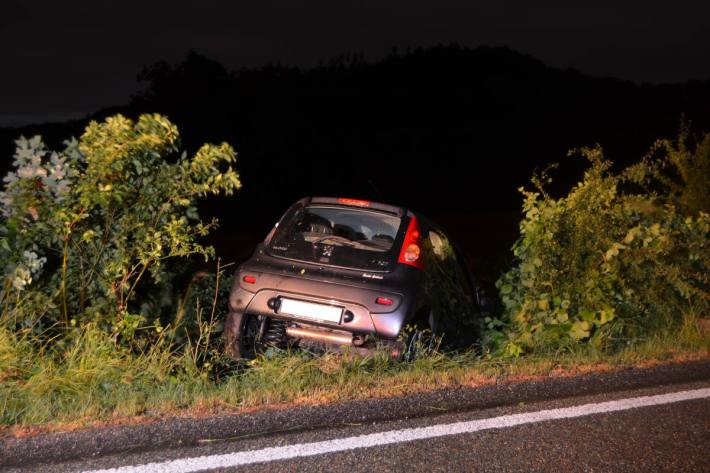 Endlage des Fahrzeuges nach dem Selbstunfall bei Teufen AR