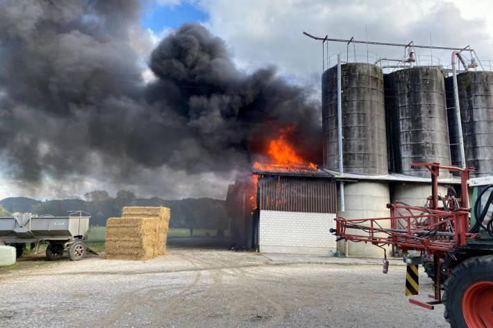 Brand zerstört Scheune in Oberentfelden