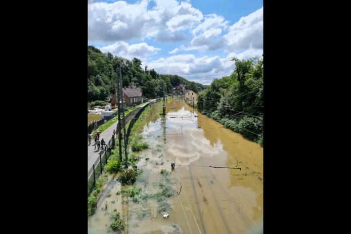 Überflutete Bahnstrecke in Bochum