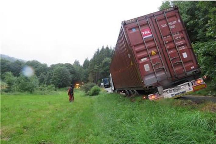 Festgefahrener Holzlaster