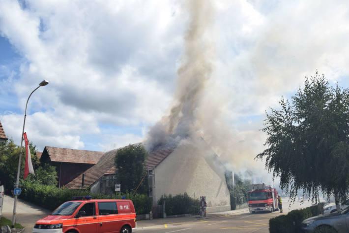 Der Dachstock fing zu brennen an.