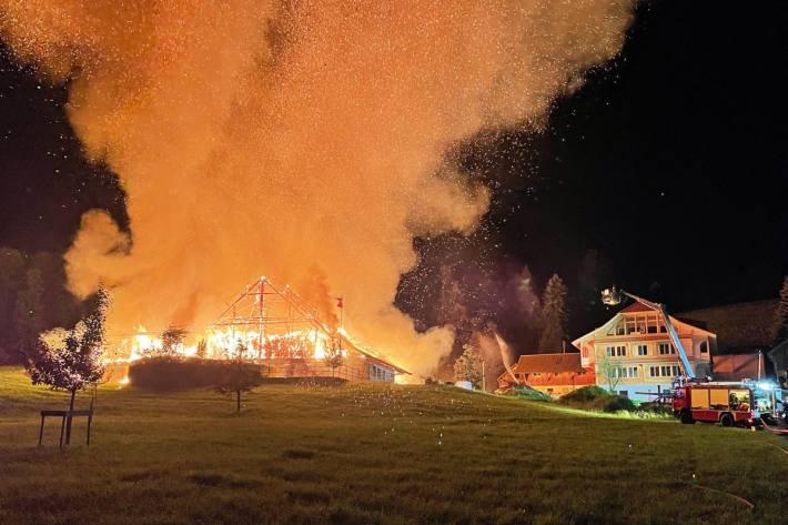 In Wolhusen LU brannte diese Nacht eine Scheune komplett aus.