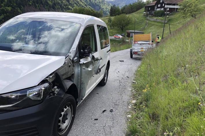 Bergwärts gefahrenes Auto