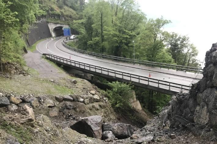 Der Gumpischtunnel im Kanton Uri wird nach dem Brand gereinigt.