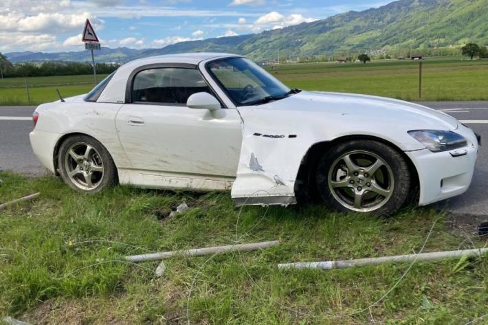 Der Lenker in Mazda ist gestern bei Bilten GL verunfallt.