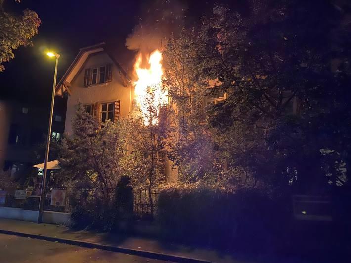 in Schaffhausen brannte es gestern ein einem Doppel-Einfamilienhaus.