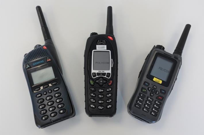 v.l.n.r. Funkgeräte Typ P2G Smart, Typ TPH700, Typ TPH900