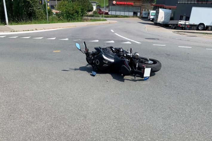 Der Motorradlenker verletzte sich beim Unfall von heute in Herisau AR nicht.
