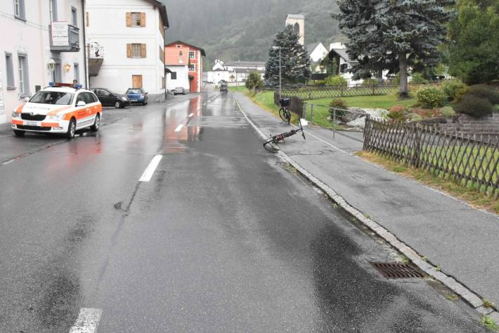 In Müstair GR ist gestern ein E-Bike-Lenker schwer verunglückt.
