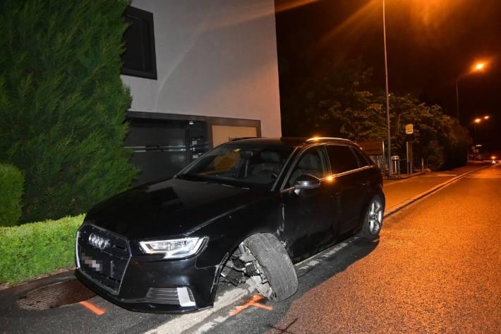 In Schaan FL ist letzte Nacht ein Audifahrer verunfallt.