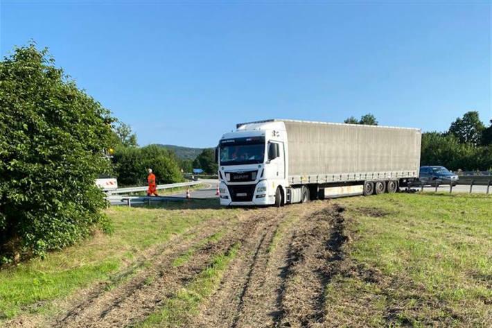 Sattelzug mit 3,2 Promille festgefahren auf der A61