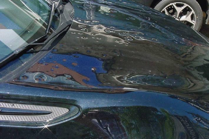 Hagel kann innert kurzer Zeit teure Schäden an Autos verursachen