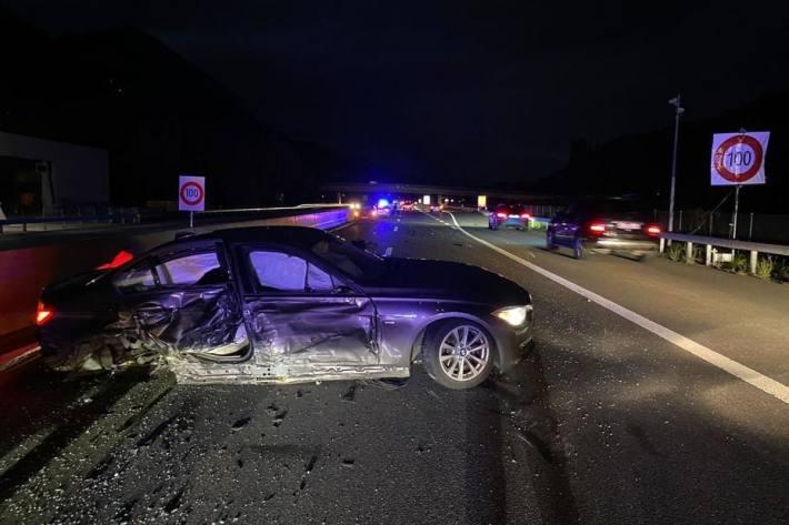 Zwei Verletzte nach Verkehrsunfall.