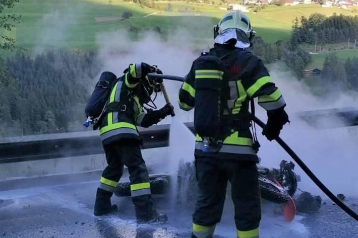 In Mühlbachl fing das Motorrad Feuer