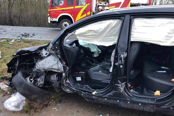 Unfallfahrzeug auf der Harzberger Straße in Lügde