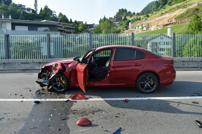 In Weggis LU kam es gestern zu einem Unfall zwischen einer Alfa Giulia und einem Motorrad.