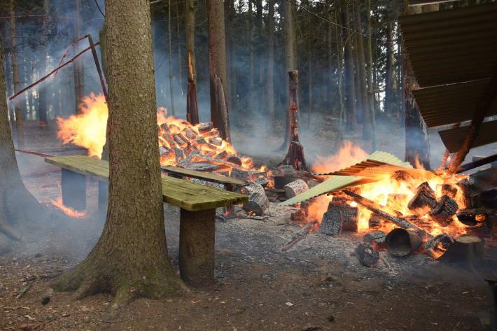Diverse Feuerstellen brannten gestern.