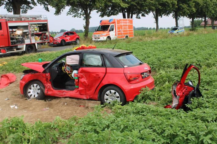 Drei Personen bei Unfall mit Audi verletzt bei Hille