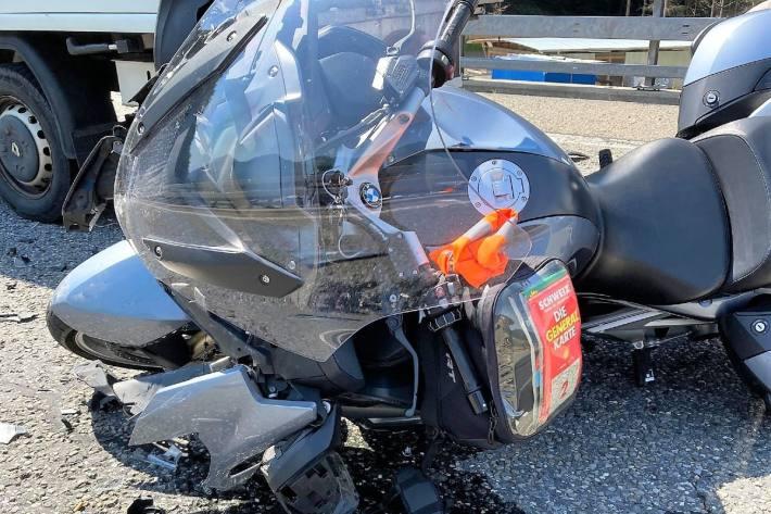 Auf der A3 bei Filzbach GL verunfallte heute ein Motorradlenker.