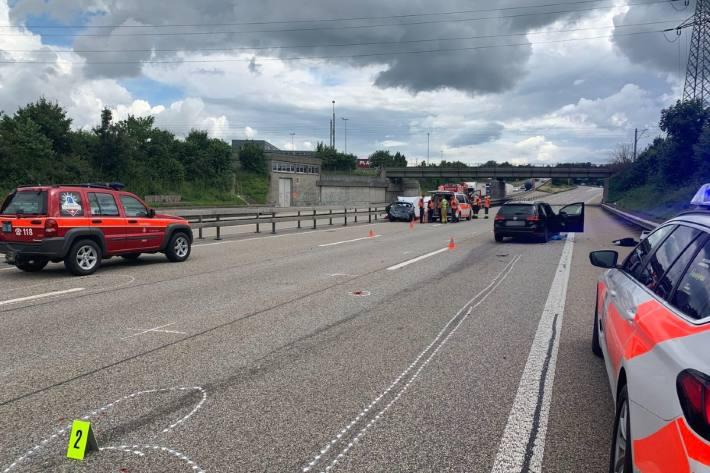 Dramatischer Unfall heute auf der A2 bei Egerkingen SO.