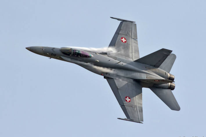 Kampfflugzeuge sind rund um die Uhr einsatzbereit
