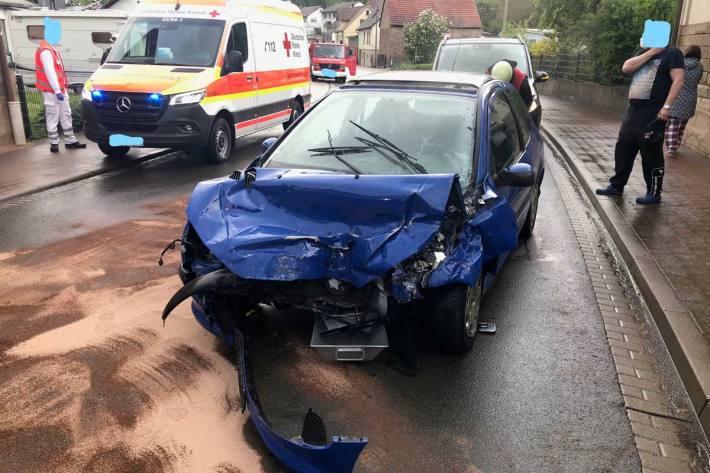 PKW-Fahrer in Imsweiler schwer verletzt