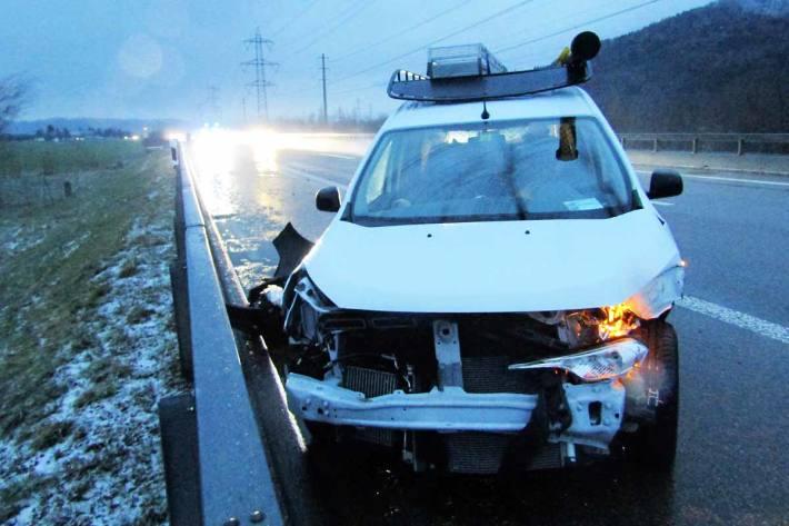 Bei einem Überholmanöver verlor der 32-Jährige die Kontrolle über sein Fahrzeug in Benken