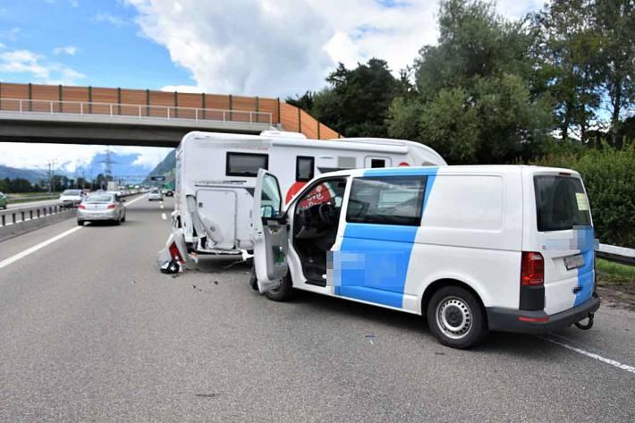 Als Unfallursache steht ein medizinisches Problem des 30-jährigen Lieferwagenfahrers im Vordergrund