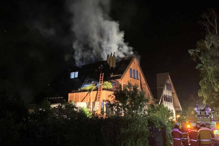 Grosser Schaden bei Dachstockbrand in Wädenswil