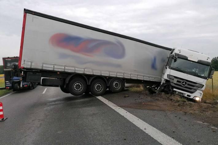 Verkehrsunfallflucht auf dem Zubringer der A28 auf die A1
