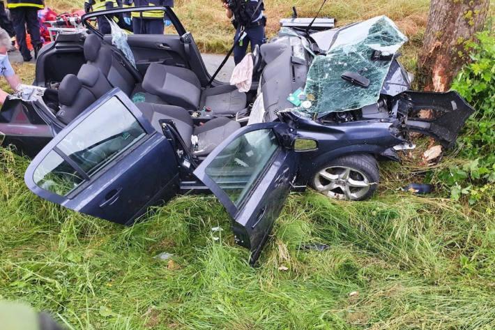 Unfallfahrzeug bei Lüdge-Rischenau