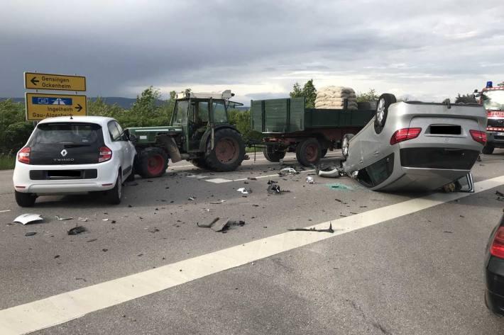 Es kam in Gau-Algesheim zum Zusammenstoß der beiden Fahrzeuge, woraufhin sich der 91-Jährige mit seinem Fahrzeug überschlug und auf dem Dach liegen blieb