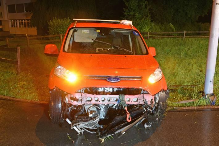 Der im Auto mitgeführte Hund blieb unverletzt.