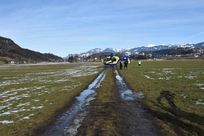 Die Reiterin musste schwer verletzt ins Spital geflogen werden.