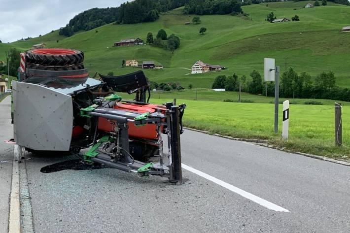In Appenzell AI verunfallte gestern ein Traktorfahrer, weil ein Rad abfiel.