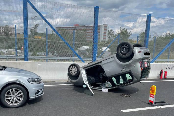 Verkehrsunfall auf Zubringer zur A448 in Bochum Laer
