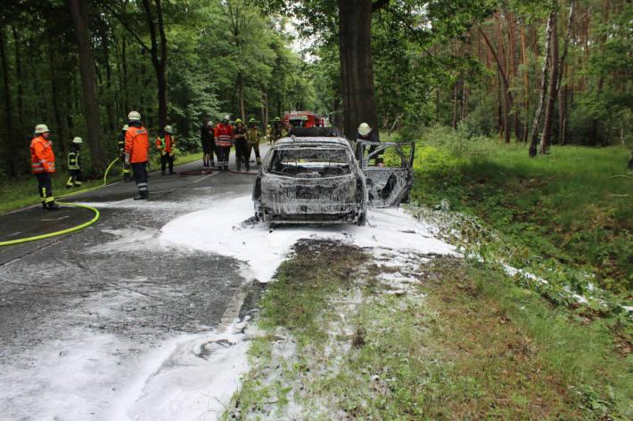 ausgebranntes Fahrzeug bei Rehburg-Loccum